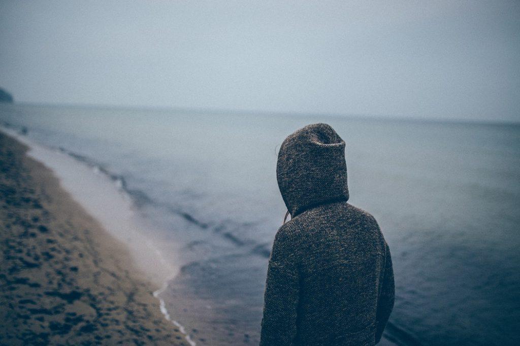 孤独な人のイメージ画像