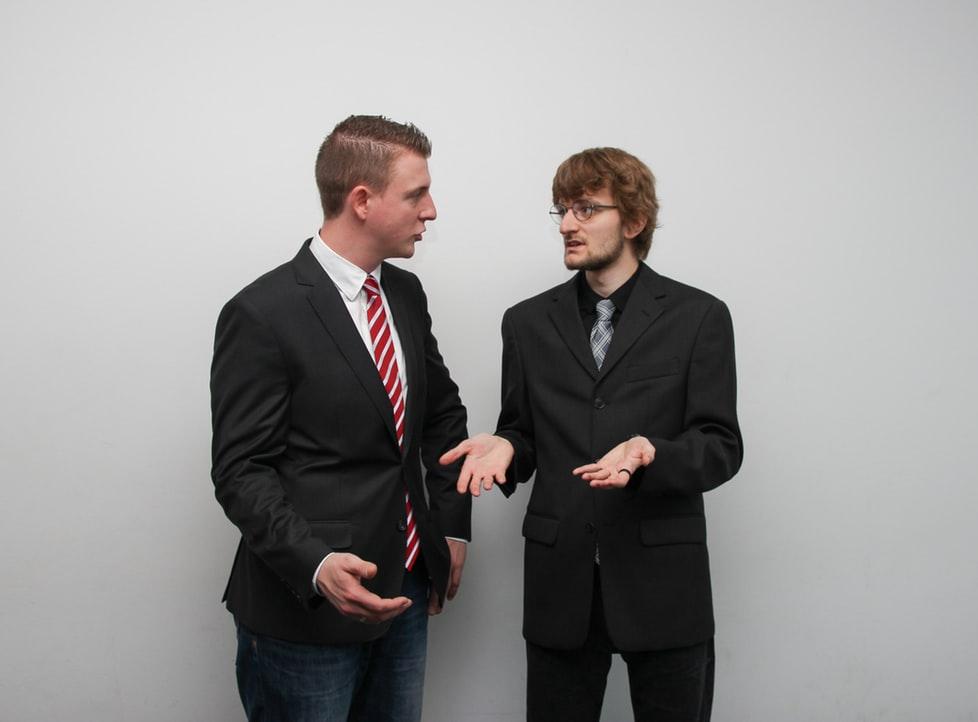 議論する人のイメージ画像